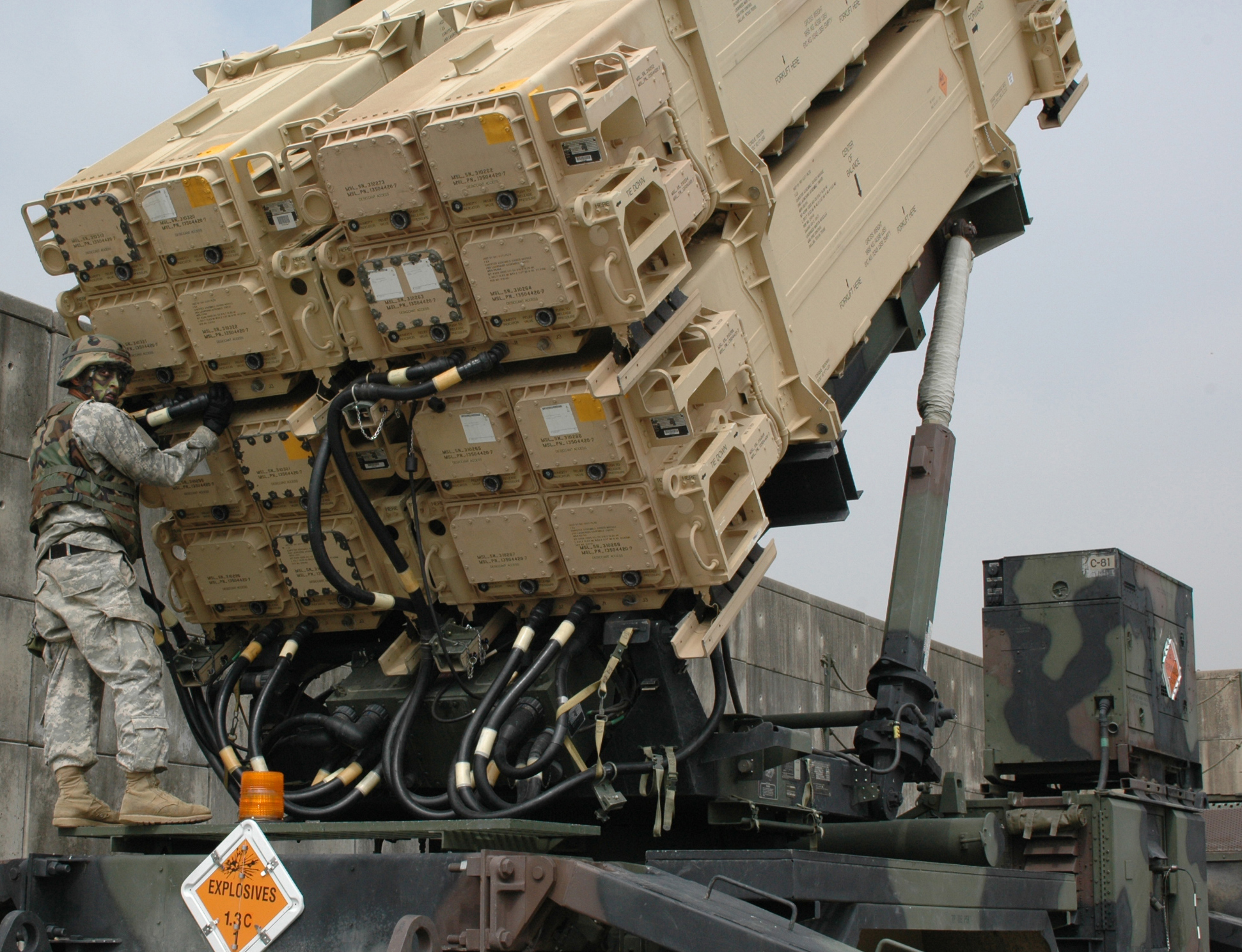 Maintenance_check_on_a_Patriot_missile